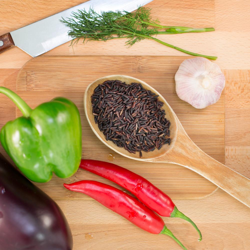 svart jasminris fullkorn black jasmine rice